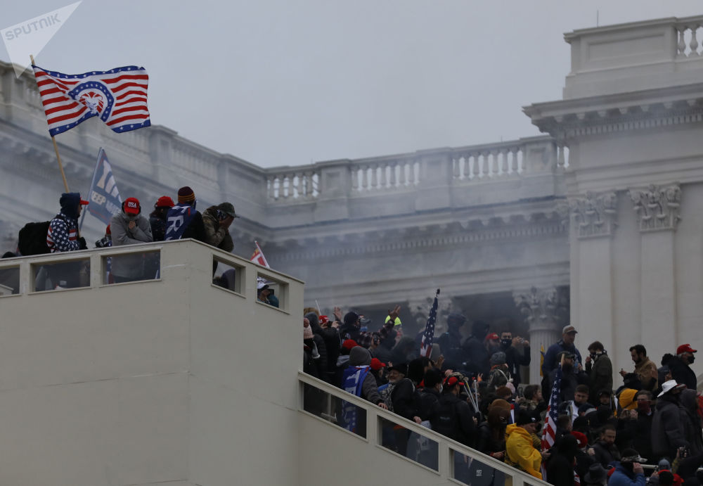 美国总统特朗普的支持者在华盛顿国会大厦附近参加抗议活动
