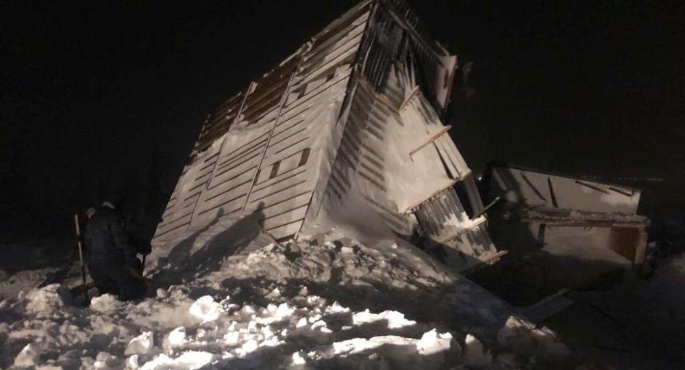 俄诺里尔斯克雪崩现场找到一具男子尸体