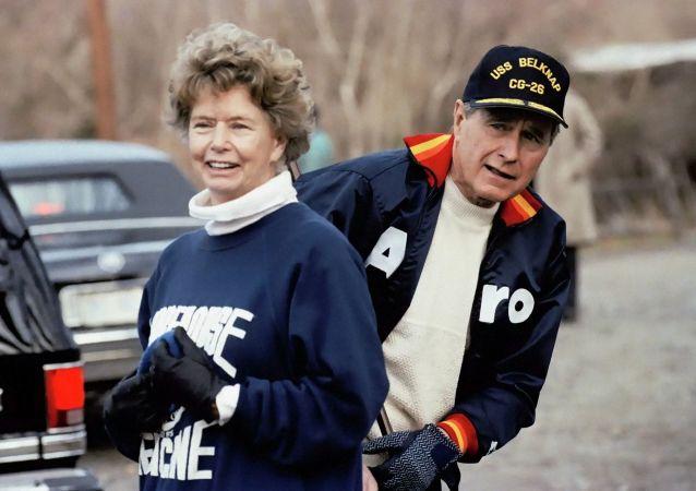 南希∙布什∙埃利斯与老布什