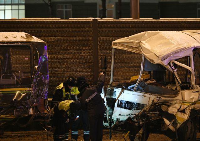 俄国防部:莫斯科州的交通事故造成军人4死42伤
