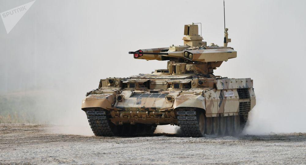 """德国记者称赞俄罗斯""""终结者""""坦克支援战车"""