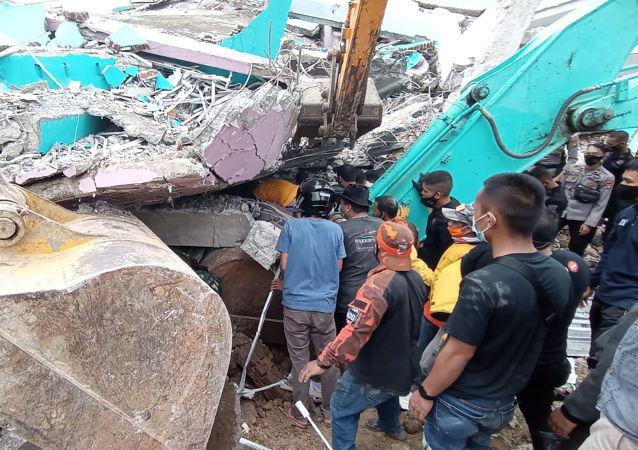 菲律宾南部发生地震导致至少3人受伤