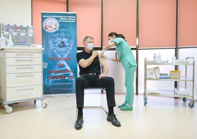 罗马尼亚总统接种新冠疫苗