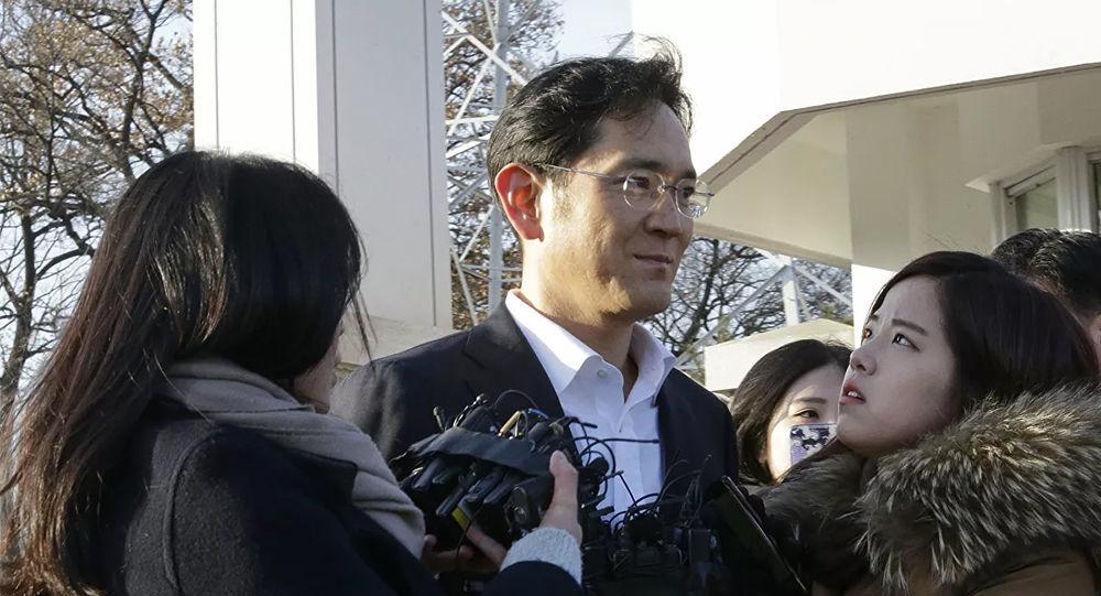 三星电子副会长李在镕获刑2年半 当庭被捕