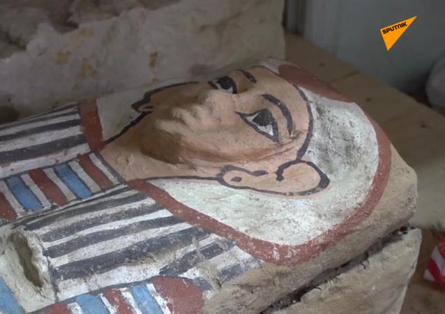 萨卡拉考古遗址发掘过程中发现50多具石棺