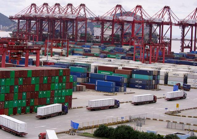 中国今年前两个月出口总值创纪录增长60.6% 进口总值增长22.2%
