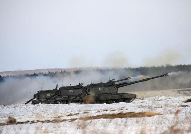 俄1200多名军人参加在滨海边疆区举行的大型炮兵演习