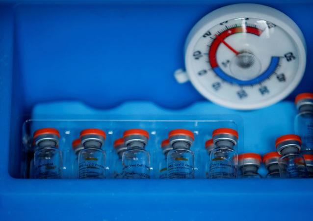 """中国已正式加入""""新冠肺炎疫苗实施计划"""",决定向实施计划提供1000万剂疫苗,主要用于发展中国家急需"""