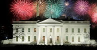 美国总统就职庆典焰火在白宫上空燃放