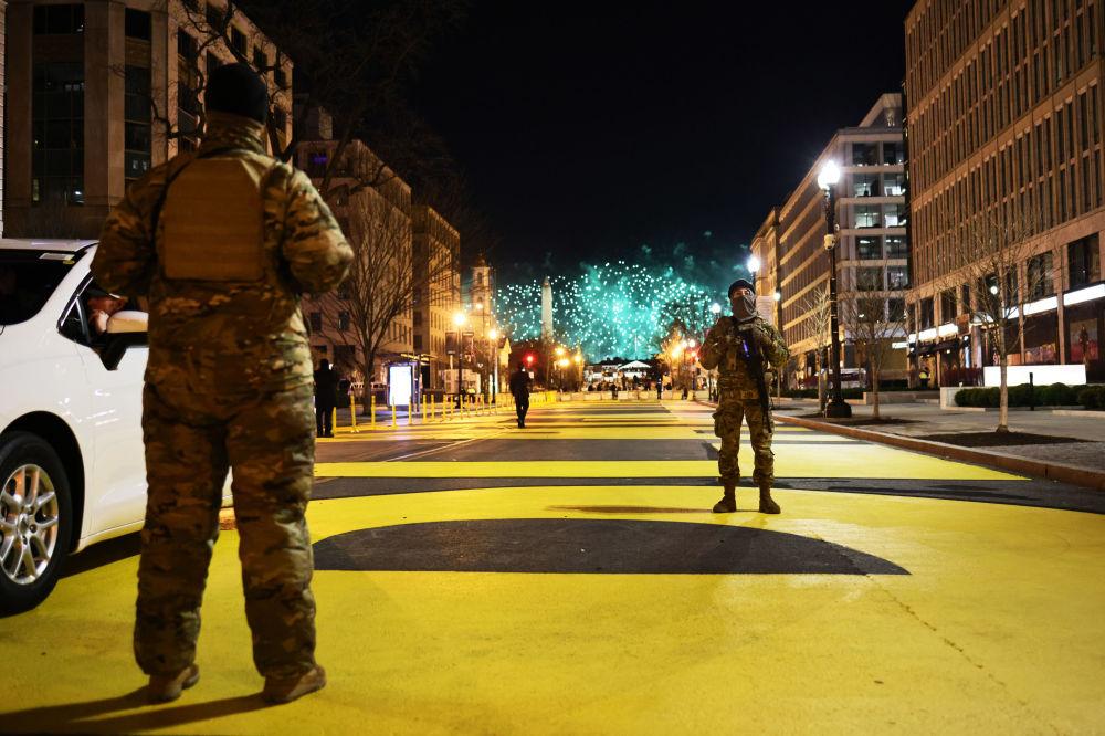 华盛顿街头值守的美国国民警卫队队员