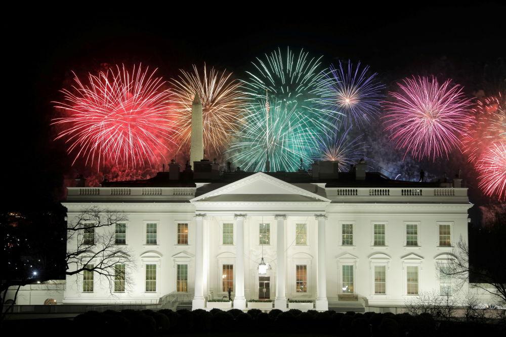 美国总统就职典礼庆祝焰火在白宫上空燃放