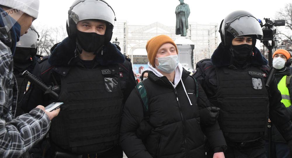 俄儿童权利专员:近300名未成年人因参与非法集会被扣留