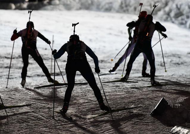 俄女子滑雪运动员在意大利冬季两项世界杯接力赛中获胜