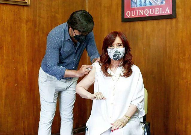 阿根廷副总统接种卫星V新冠疫苗