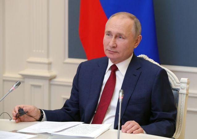 俄罗斯在开发新冠疫苗方面居世界领先地位