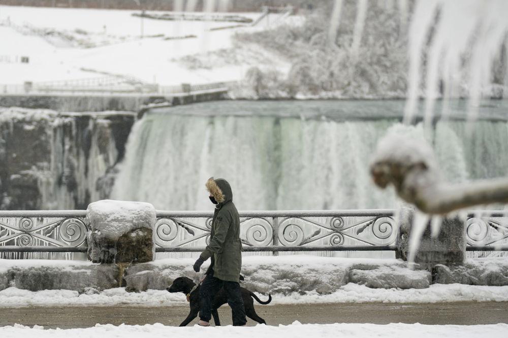 当蒸汽变成冰:尼亚加拉大瀑布的冬天