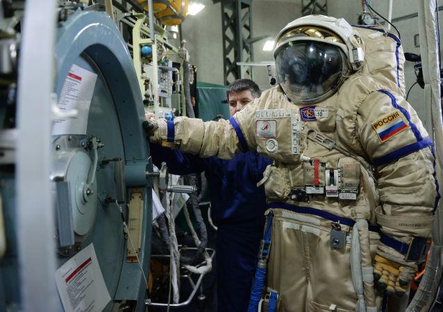 """俄航天集团:宇航员手枪研发工作尚处于""""纸质阶段"""""""