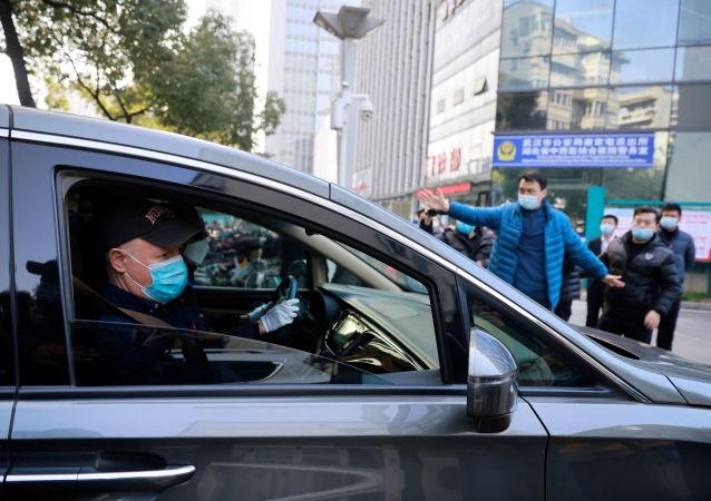 抵达武汉的世卫专家首度与中国专家会面