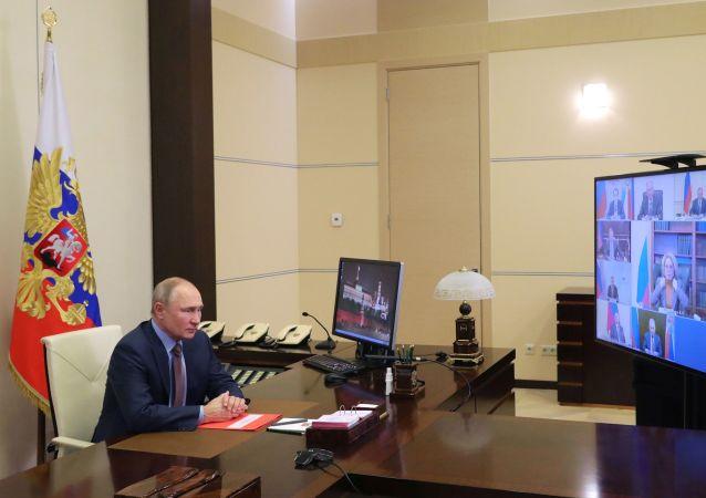 克宫:普京将在几个月内恢复参加线下活动
