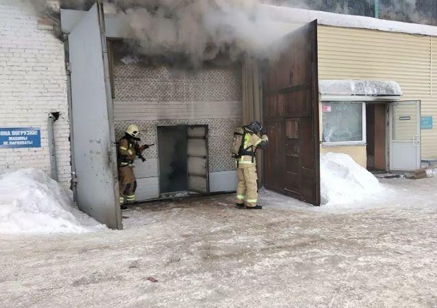 克拉斯诺亚尔斯克市汽车备件仓库明火已经扑灭