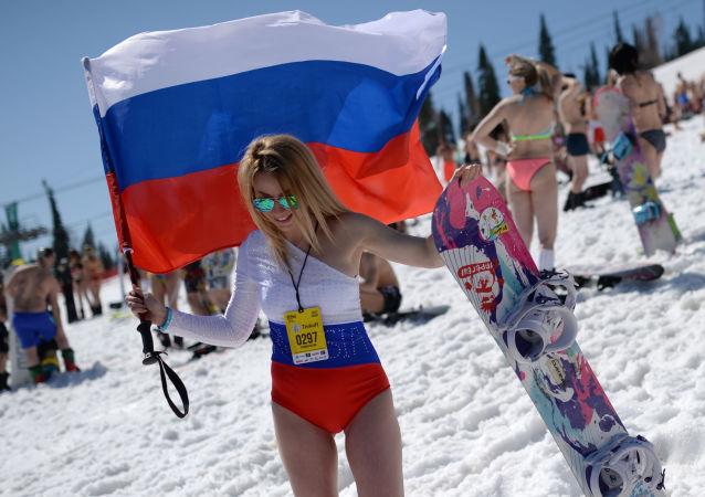 库兹巴斯谢列戈什滑雪度假地进行的Grelka fest冰雪节。