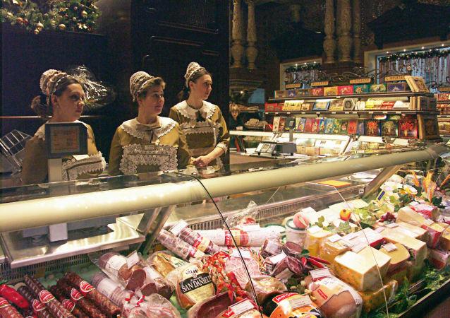 莫斯科叶利谢耶夫食品店货品展柜。