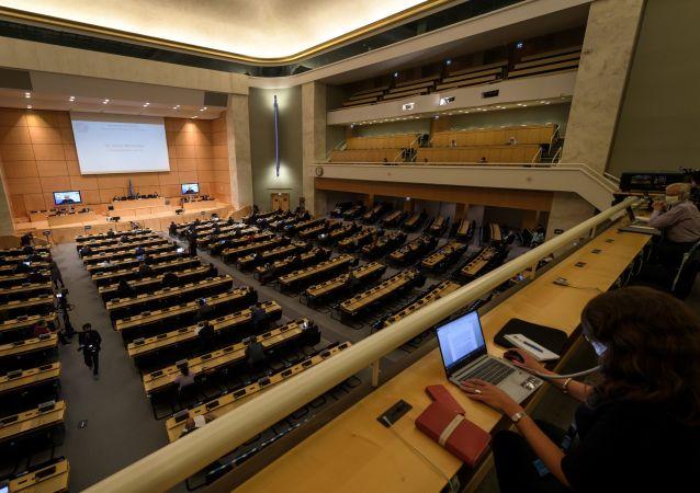 """联合国人权理事会通过中国提交的""""在人权领域促进合作共赢""""决议"""