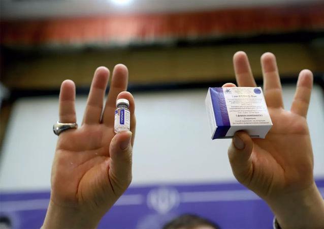 """克宫:俄将继续就""""卫星V""""疫苗与巴西接触"""