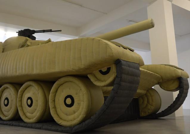 德国不莱梅博物馆展出充气苏联坦克