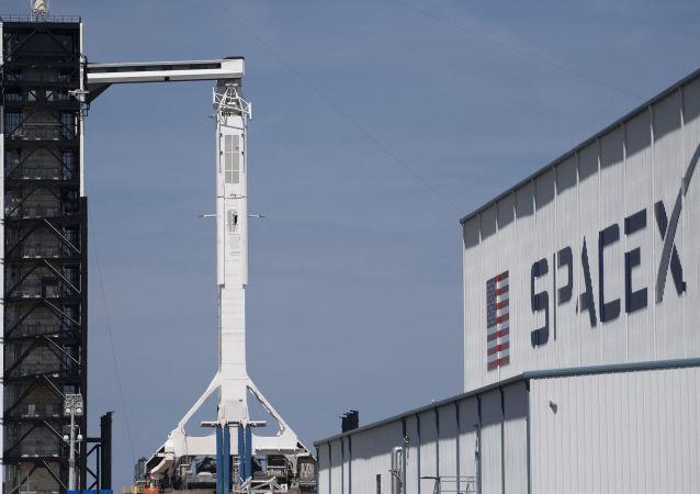 """美SpaceX公司再次推迟""""猎鹰-9""""号火箭的发射"""