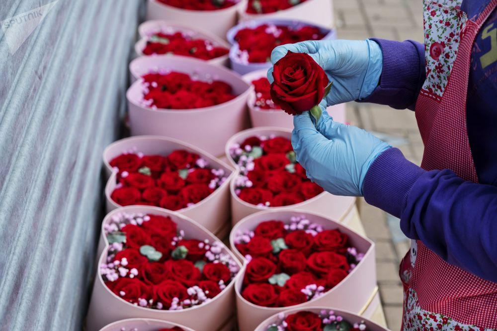 香港花店正在出售的情人节鲜花。
