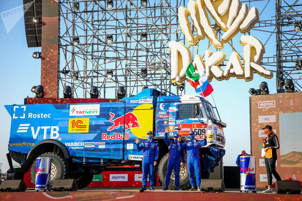 """俄罗斯""""卡玛兹大师队""""在""""达喀尔汽车拉力赛""""沙特赛段比赛。"""