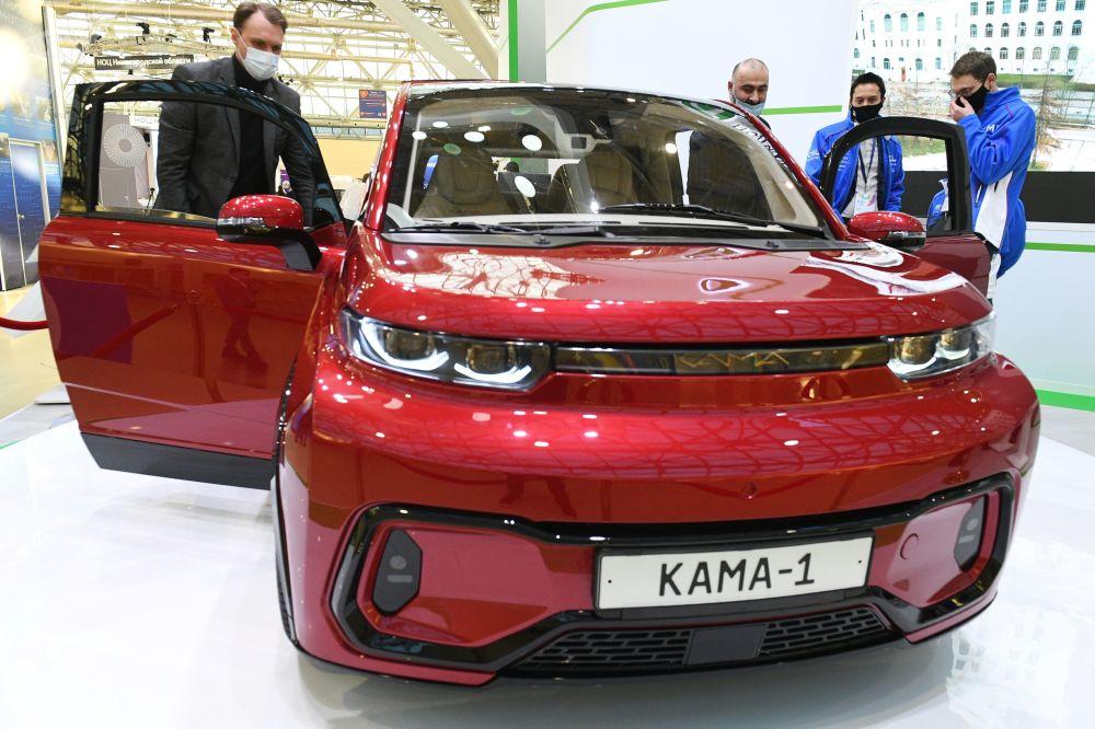 """莫斯科市2020年高等院校工业博览会期间展出的""""卡玛-1号""""电动汽车。"""