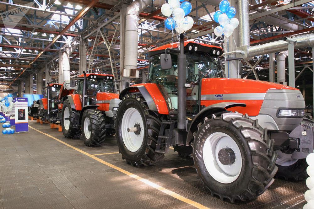 """卡玛汽车制造厂开启""""卡玛兹-215""""农用轮式拖拉机"""
