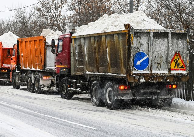 从莫斯科街道上清除1200万立方米积雪