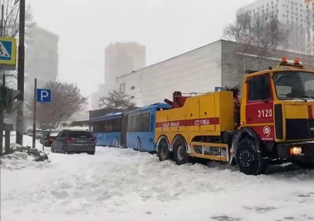 莫斯科市单日降雪量几乎创新高