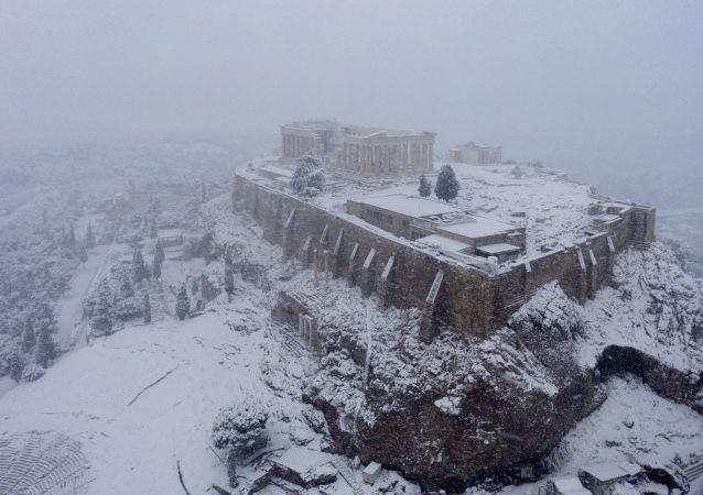 雅典卫城的雪景。