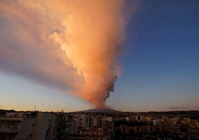 冰岛火山喷发 发布红色航空预警 资料图
