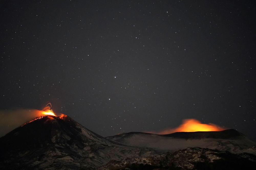 埃特纳火山喷发。