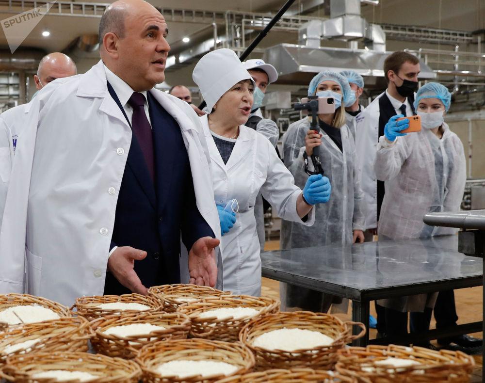 俄总理米舒斯京在南部联邦区视察工作。