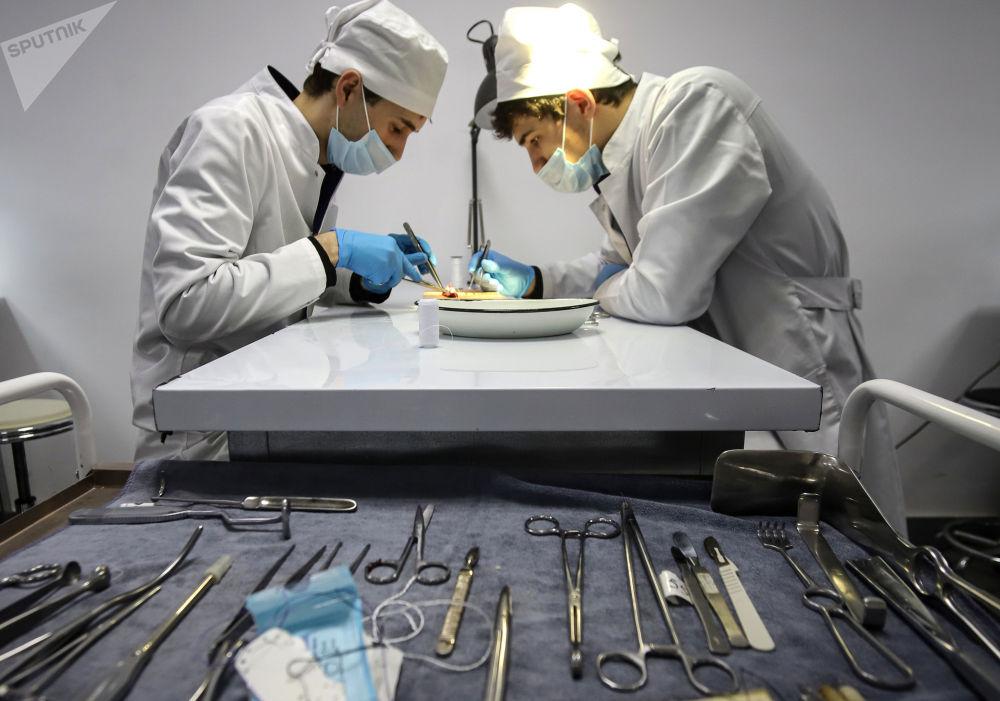 达吉斯坦国立医科大学的学生们。