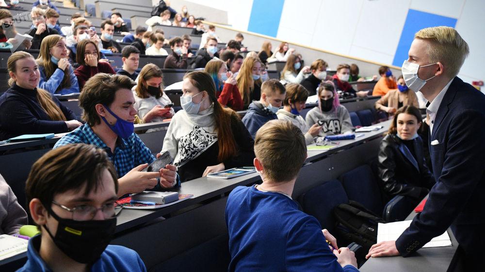 高等院校恢复全日制面授教育。