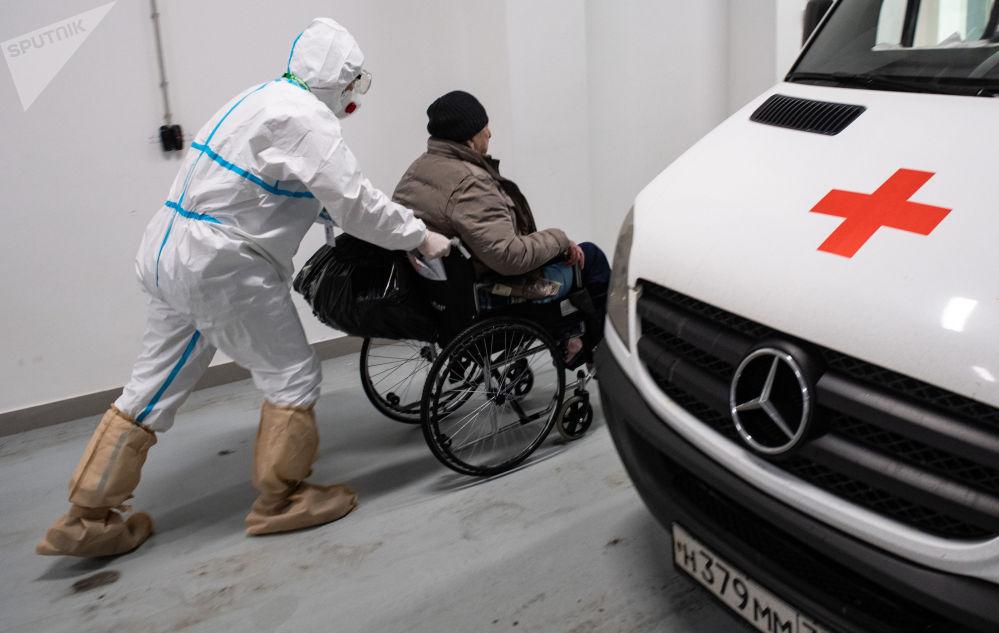 莫斯科市第40临床医院的新冠肺炎患者的治疗。