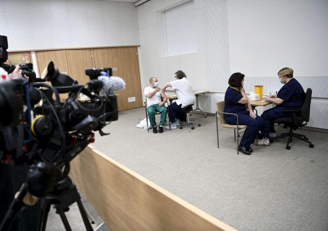 """芬兰人讲述为何选择""""卫星-V""""疫苗"""