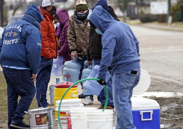 美国得州1300万人无法喝上净水