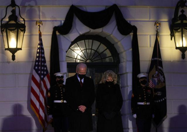 拜登悼念死于冠状病毒的50万美国人