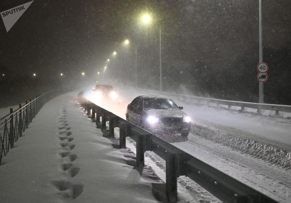 暴雪后的鄂木斯克市。