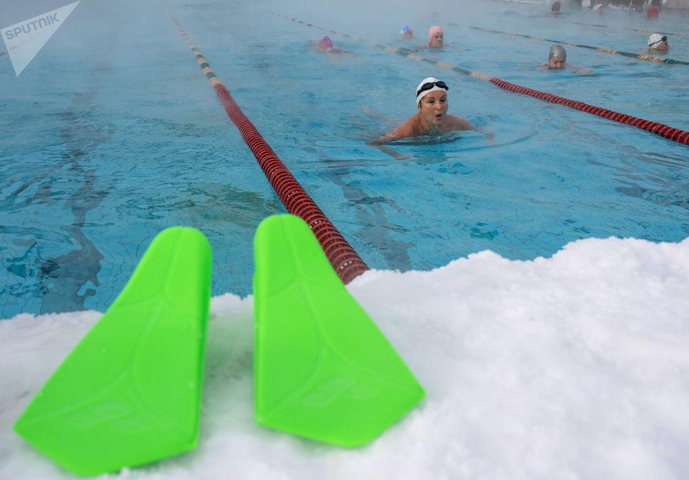 """莫斯科市""""海燕""""公众游泳池。"""