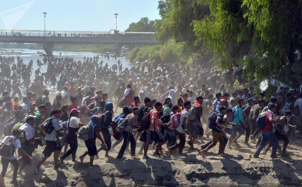 洪都拉斯难民船队靠近美国。