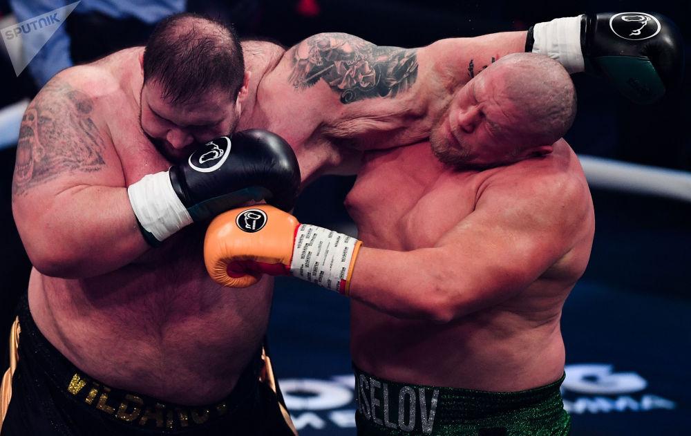"""""""拳击之夜""""拳击运动秀。"""